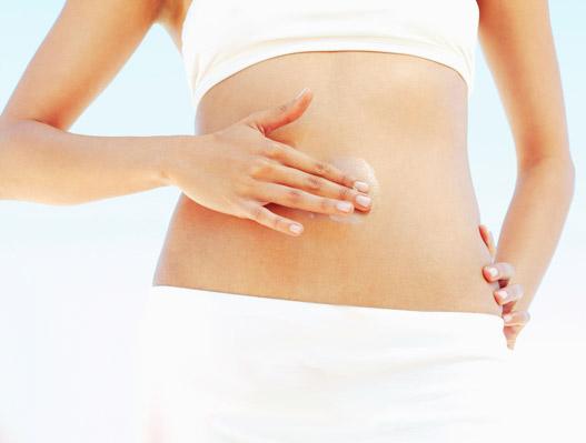 Появление растяжек можно предотвратить использованием кремов