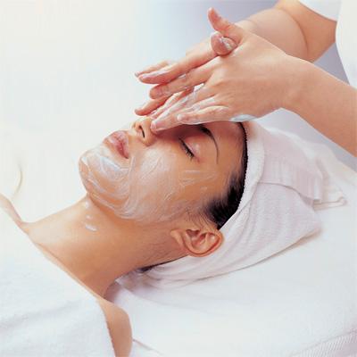крем на лице во время массажа