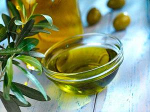 оливковое масло помогает избавиться от растяжек