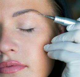 болезненность перманентного макияжа зависит от болевого порога и опыта мастера