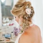 свадебные прически на средние волосы с цветами