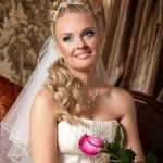 Свадебная прическа с декорирование