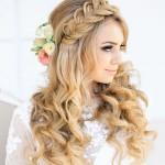 Романтичная свадебная прическа