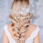 свадебные прически с цветами на длинные волосы