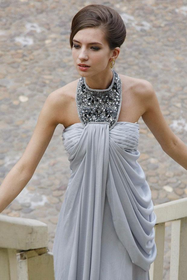 платье украшенное камнями