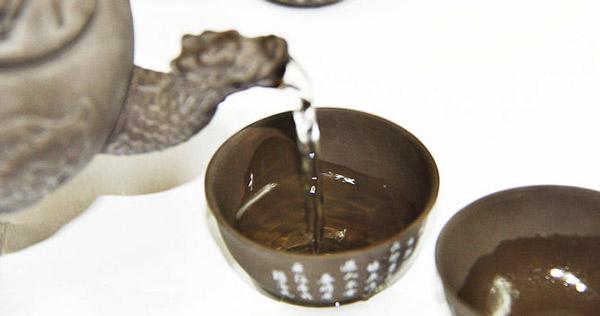 подождите 30-45 секунд и чай можно разливать
