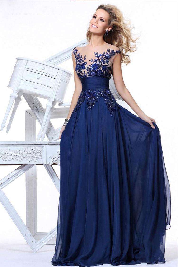 длинное вечернее платье со шлейфом