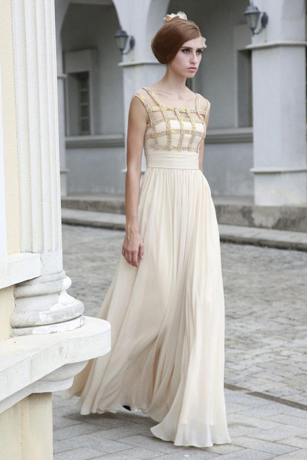 бежевое платье невесты в греческом стиле