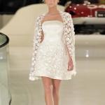 короткое свадебное платье с накидкой