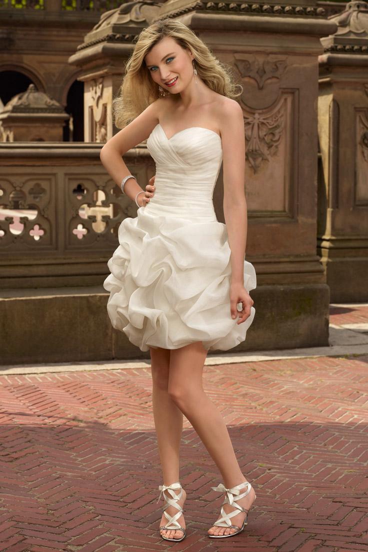 короткое свадебное платье с кружевами