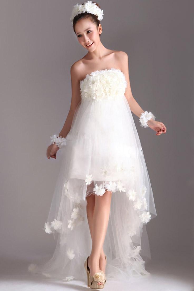 короткое свадебное платье с длинным шлейфом
