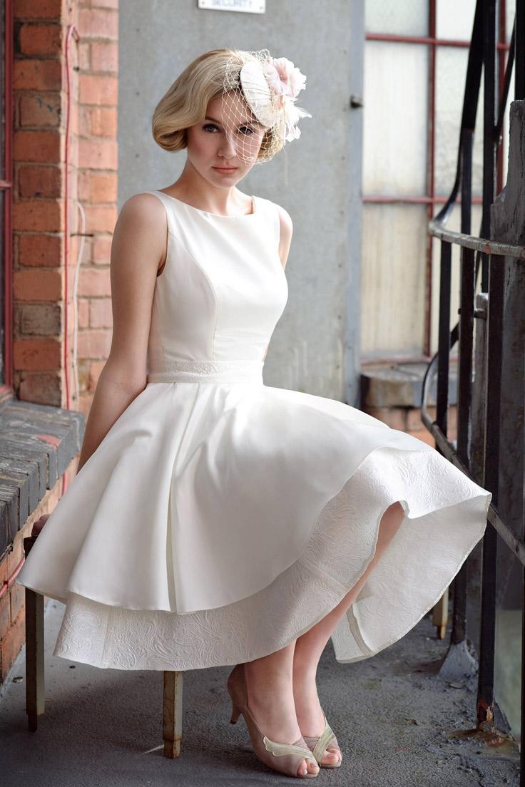 короткое свадебное платье с стразами