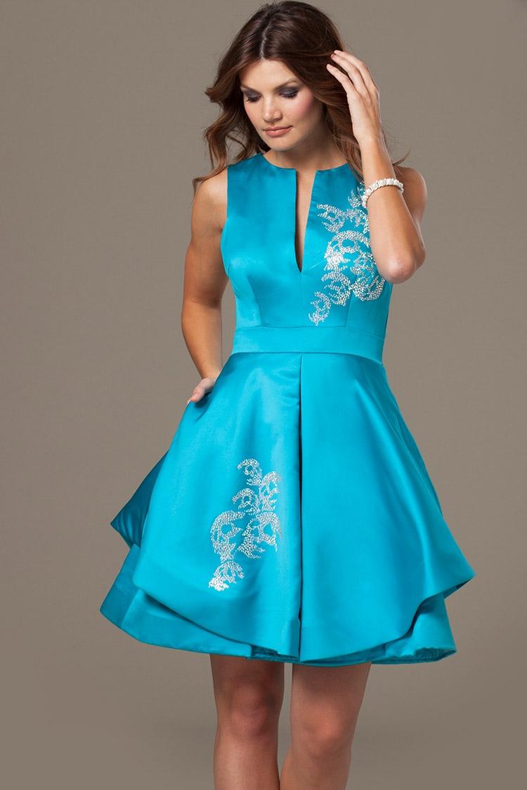 простое голубое коктейльное платье