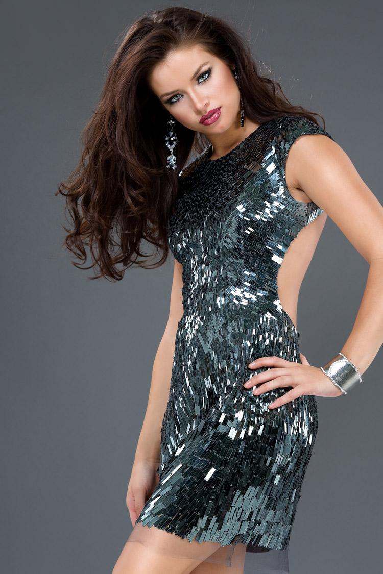 дорогое короткое коктейльное платье с кристаллами