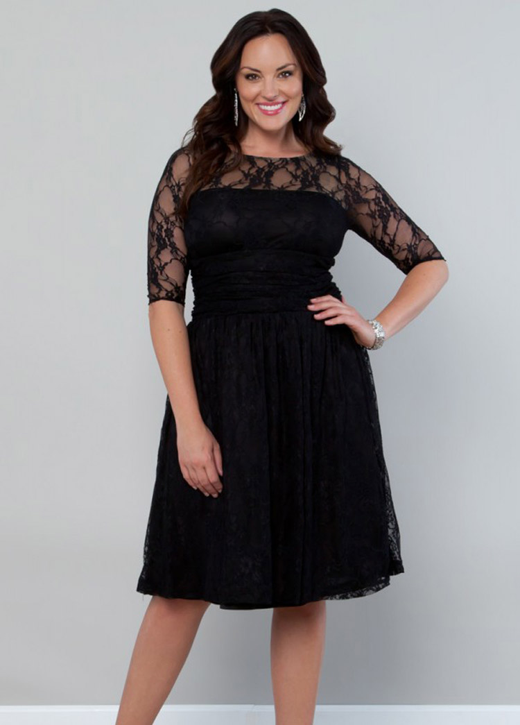 Платье-футляр буквально создано для пышных девушек: подчеркивая изгибы тела, оно излишне не обтягивает фигуру. Такие вечерние платья выигрышно смотрятся и