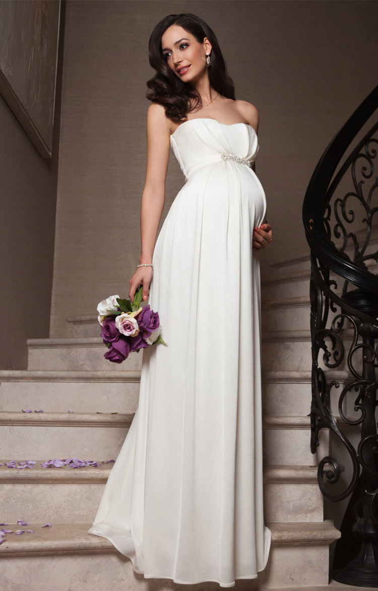 Такое шикарное свадебное платье превратит беременную невесту в элегантную придворную даму. И хорошо подойдет ярким, амбициозным девушкам