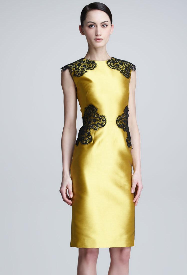 золотое платье-футляр