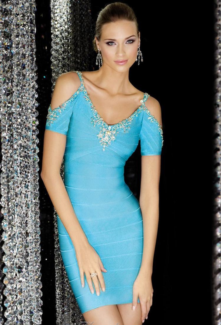 голубое вечернее платье-футляр