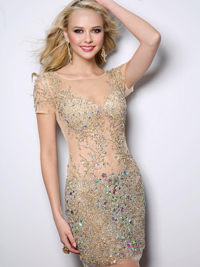 короткое вечернее платье с блестками и стразами