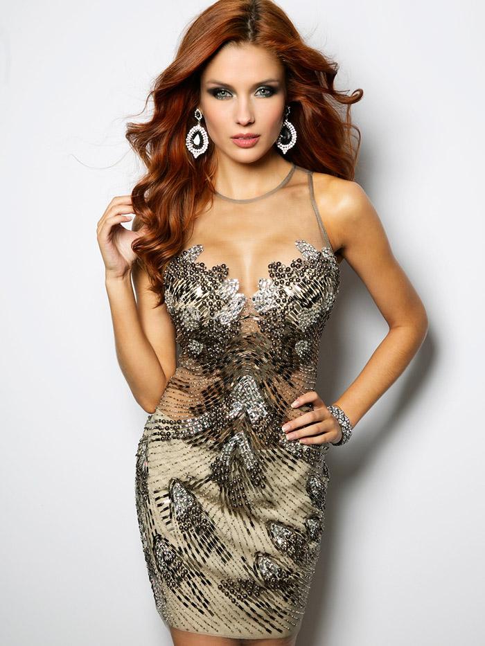 нарядное короткое вечернее платье