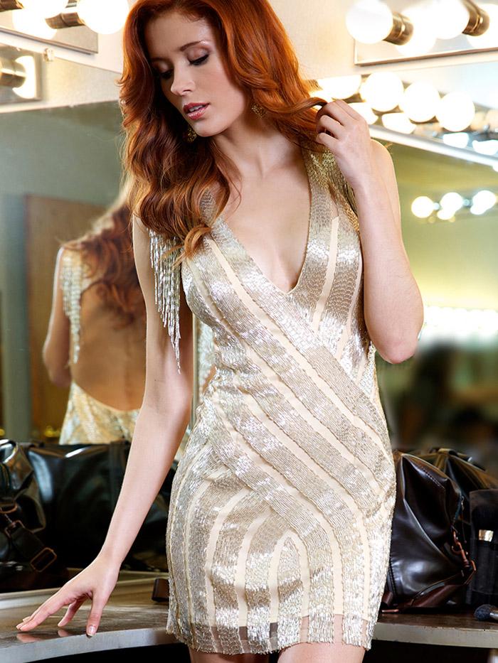 яркое вечернее платье с вышивкой золотом