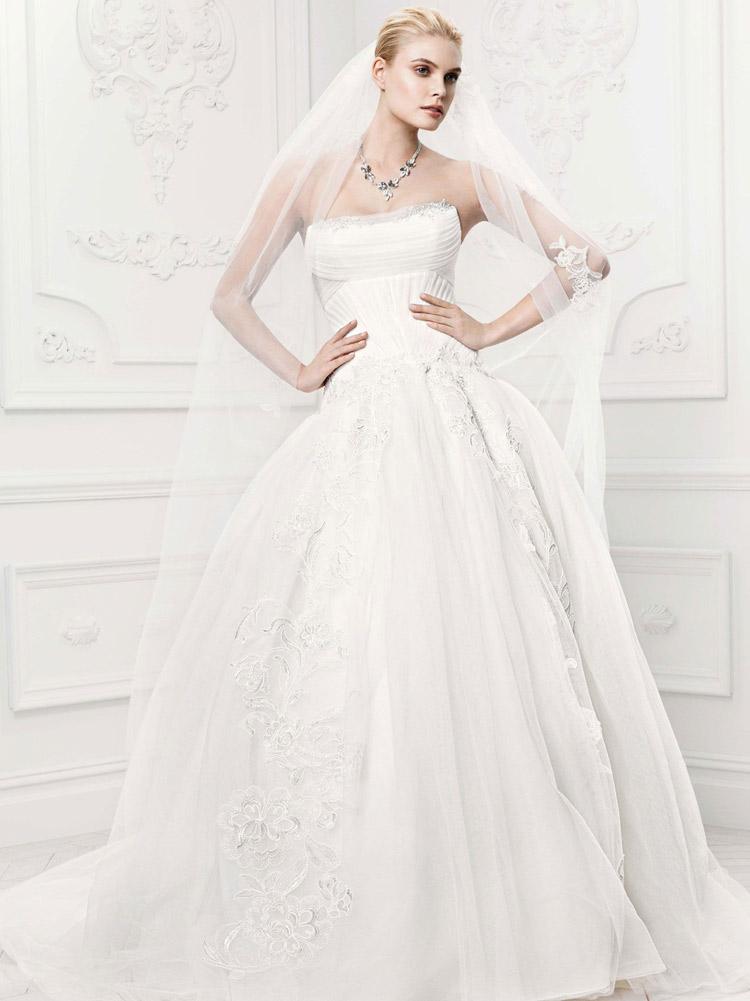 пышное свадебное платье с фатой