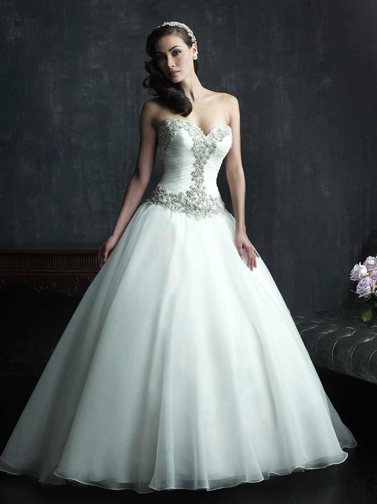 дизайнерское свадебное платье с очень пышной юбкой