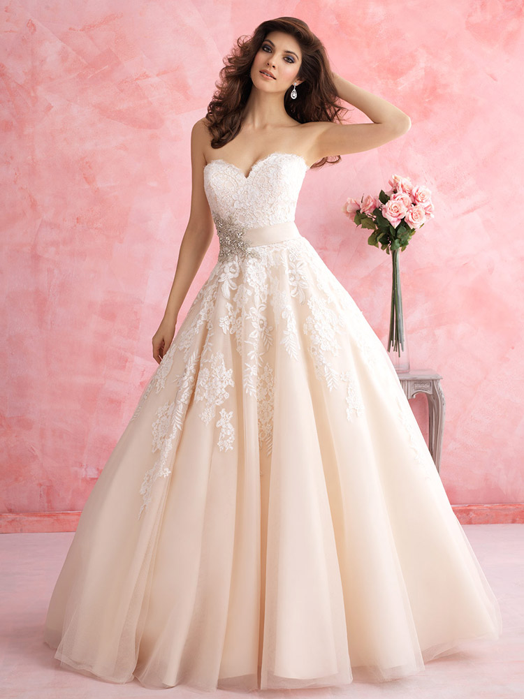классическое платье невесты бежевое