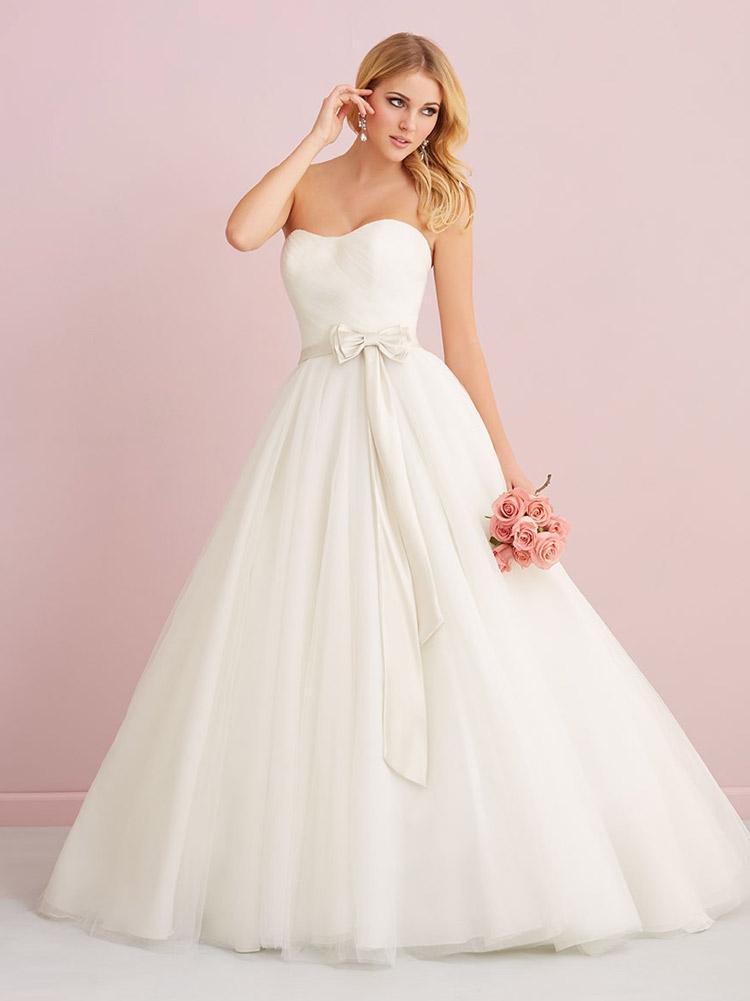 классическое платье невесты с ремнем