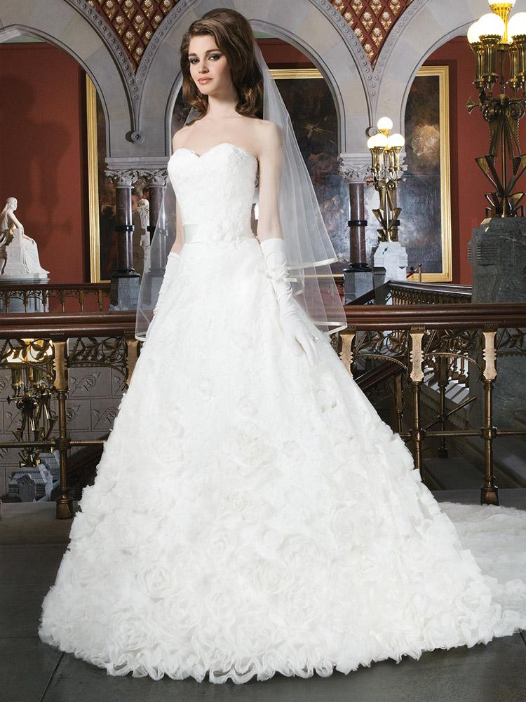 пышное свадебное платье с розами