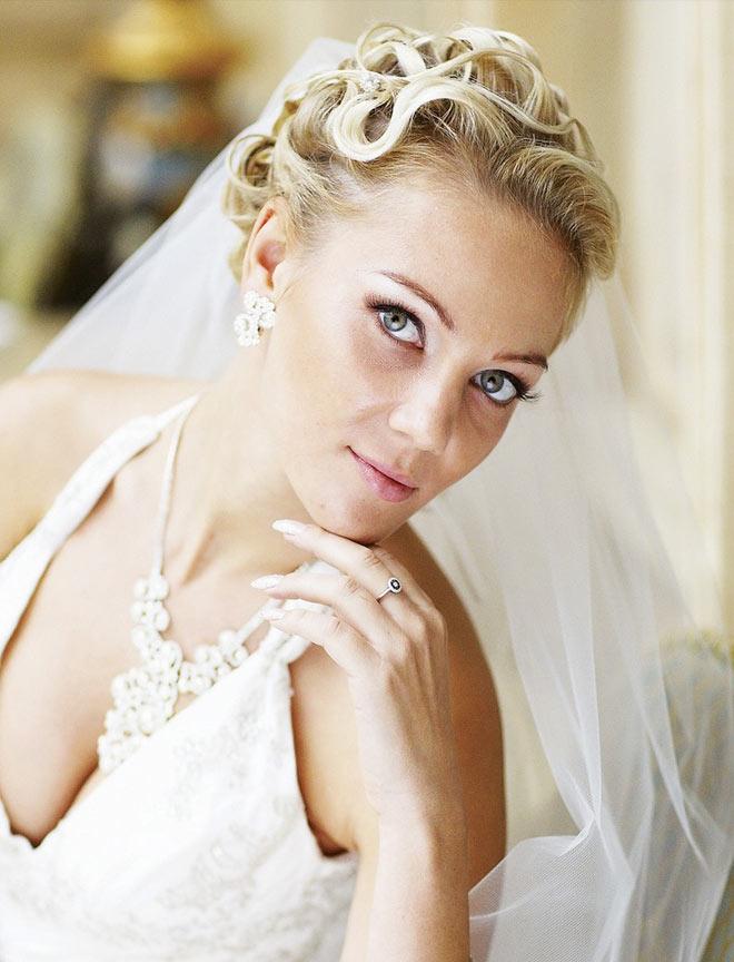 необычные свадебные прически с фатой